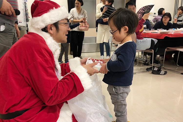 サンタプレゼント幼児