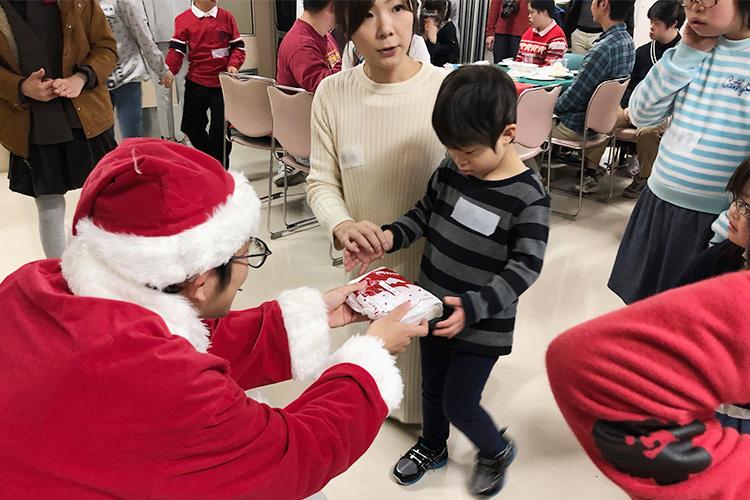 サンタプレゼント幼児3